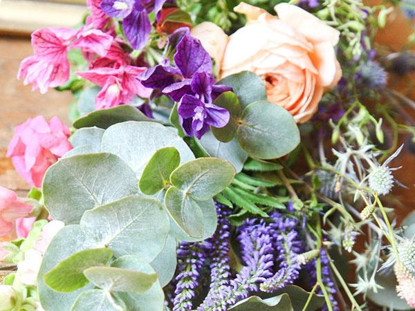 Štýlový kvetinový rámik spestrí každú terasu