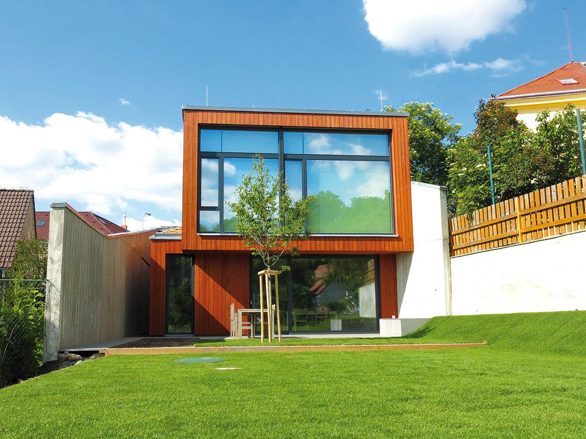 Dom vúžine je pozoruhodným príkladom ekologickej drevostavby, vktorej architekti uplatnili viacero inovatívnych riešení. Nevšedná stavba zaujala aj odborníkov vporotách viacerých prestížnych súťaží.