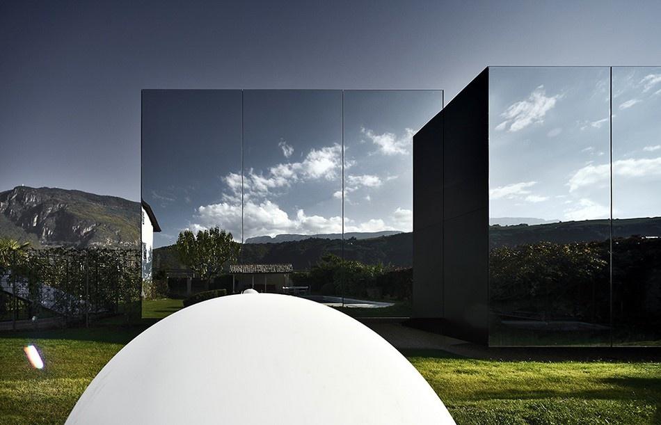 Zrkadlový dvojdom odráža nádhernú prírodu tirolských Dolomitov