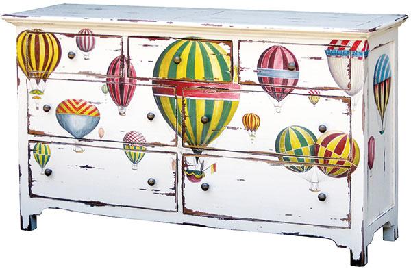 Komoda so siedmimi zásuvkami, patina, maľovaný vzor, 89 × 155 × 43 cm, 949 €, www.tintinhal.sk