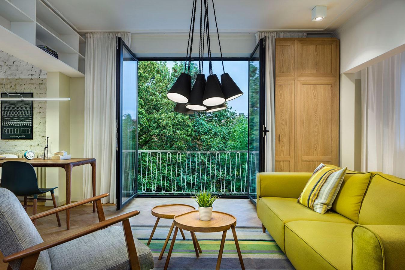 V starom podkrovnom priestore vytvorili byt plný zaujímavých interiérových riešení