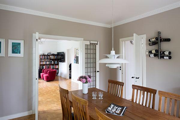 Náročná rekonštrukcia priniesla výsledok: príjemné vnútorné prostredie pre štvorčlennú rodinu.