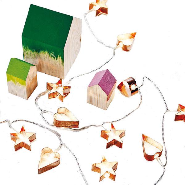 Medovníčkové svetielka? Rozmýšľate, z čoho vyčarovať vianočnú svetelnú reťaz? Nechajte zažiariť obyčajné formy na medovníčky. Túto, ale aj množstvo iných svetelných girlánd hľadajte na www.notonthehighstreet.com.