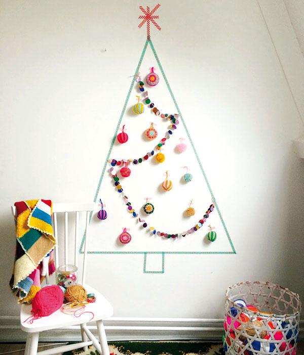 Stačí farebná washi páska sniekoľkými ozdobami aaj malá detská izba vhupne do sviatočného šatu. Inšpiráciu aj snávodom na háčkované ozdoby nájdete na www.wimketolsma.nl.