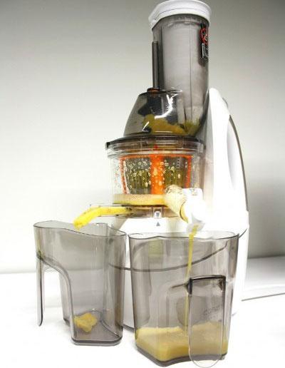 Famózny šnekový odšťavovač na ovocie, bylinky a spraví aj sorbet CASO GERMANY SJW 400