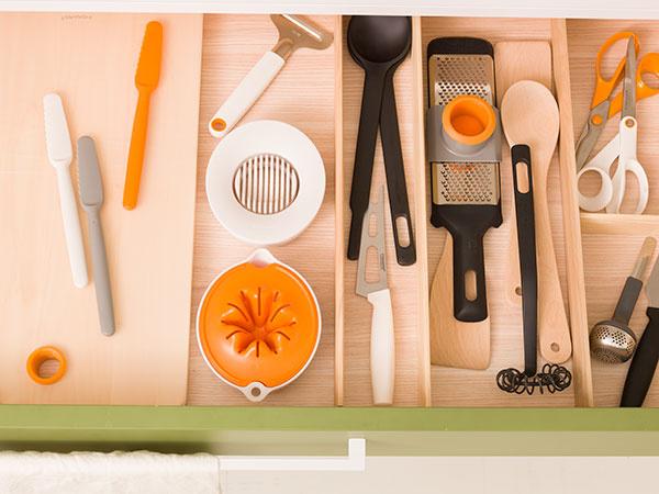 Každá žena v týchto vzácnych chvíľach rodinnej pohody ocení štýlových pomocníkov do kuchyne, s ktorými bude príprava sviatočných raňajok radosťou. Fiskars prišiel s kompletným radom raňajkových nástrojov GoBreakfast vo svetlých farbách, ktoré harmonizujú s raňajkovým prestieraním.