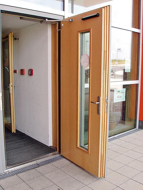 Požiarne odolné dvere na báze dreva ako požiarny uzáver azároveň uzáver vzduchotesnej roviny