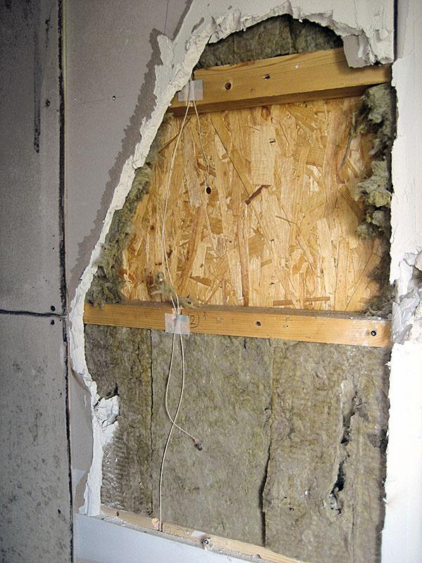Požiarom neporušená časť drevenej konštrukcie po odstránení obkladového materiálu