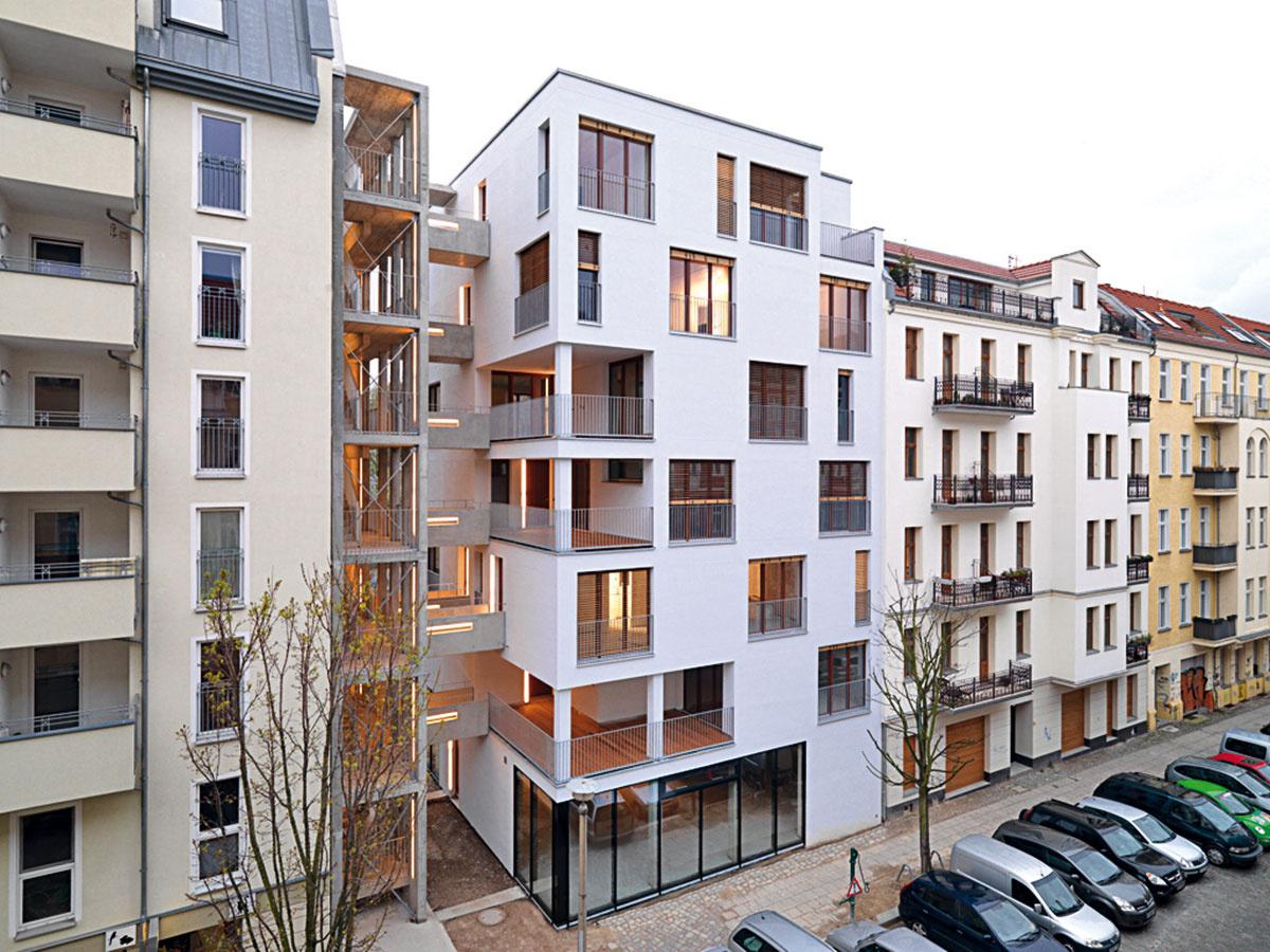 Obytný komplex sedempodlažných budov vBerllíne –Esmarchstraße (2008); architekti: Architekten Kaden/Klingbeil (zdroj: architecturelab.net)