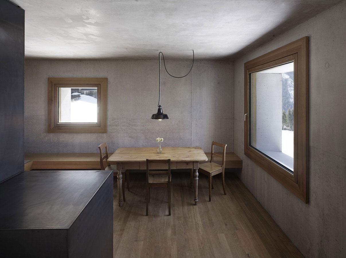 """Chata ako """"kocka cukru"""" ukrýva tradičný interiér"""