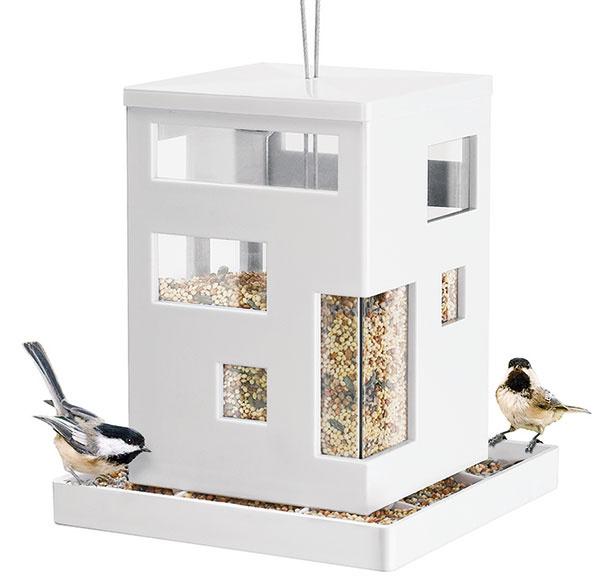 Kŕmidlo Bird Cafe od značky Umbra, plast, plexisklo, 18 × 20 × 18 cm, odnímateľné dno, 33,25 €, www.bsstyle.sk