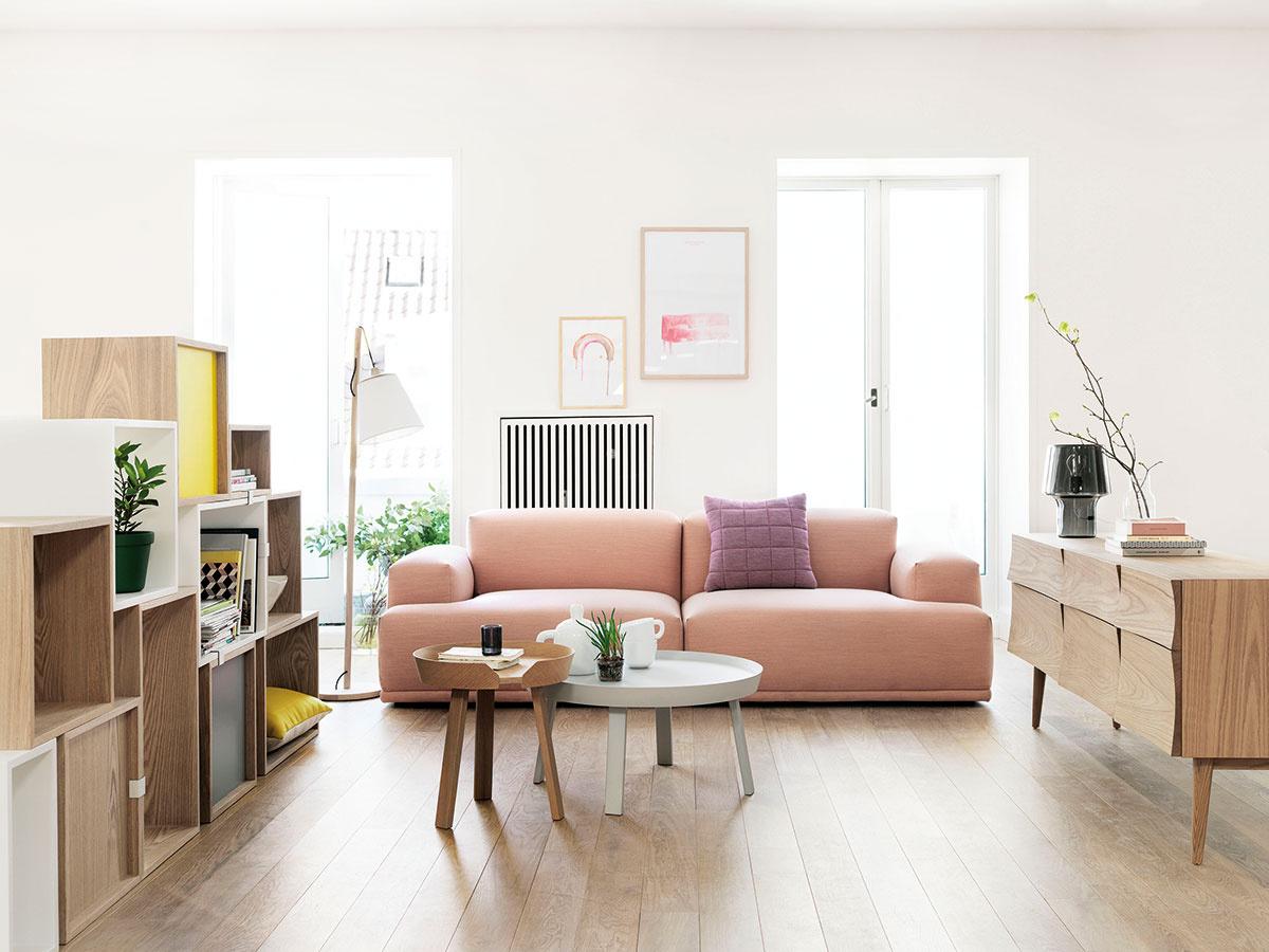 Modulárnu sedaciu súpravu Connect od dánskej značky Muuto navrhla dvojica vyhľadávaných dizajnérov Anderssen & Voll. V ponuke nájdete aj jej sivú, svetlosivú a svetložltú verziu. (Predáva Wemal.)