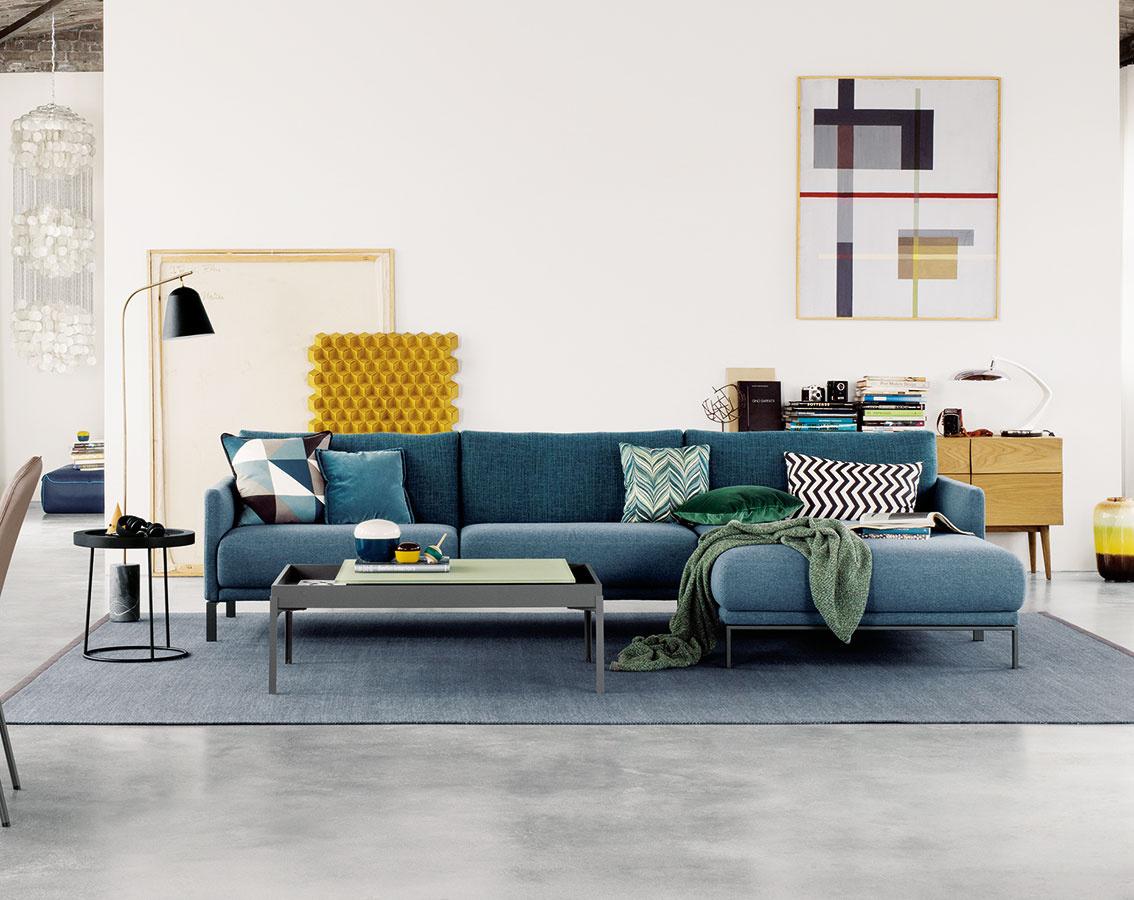 Sedačka Cara od značky Rolf Benz vyniká svojou vysokou variabilitou. Veľkou výhodou je ito, že je dostupná vo viac ako 300 látkových akožených dekoroch. (Predáva Zeno Showroom Bratislava aKošice.)