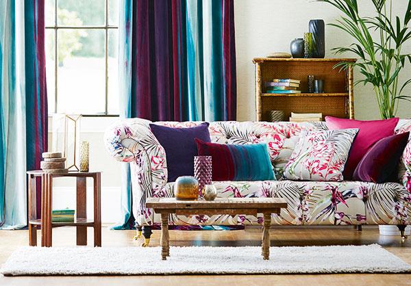 V portfóliu značky Harlequin nájdete širokú škálu látok a tapiet s pestrými a naozaj nápaditými vzormi, ktoré váš interiér premenia na malú oázu či džungľu. (Predáva Cymorka interior design.)