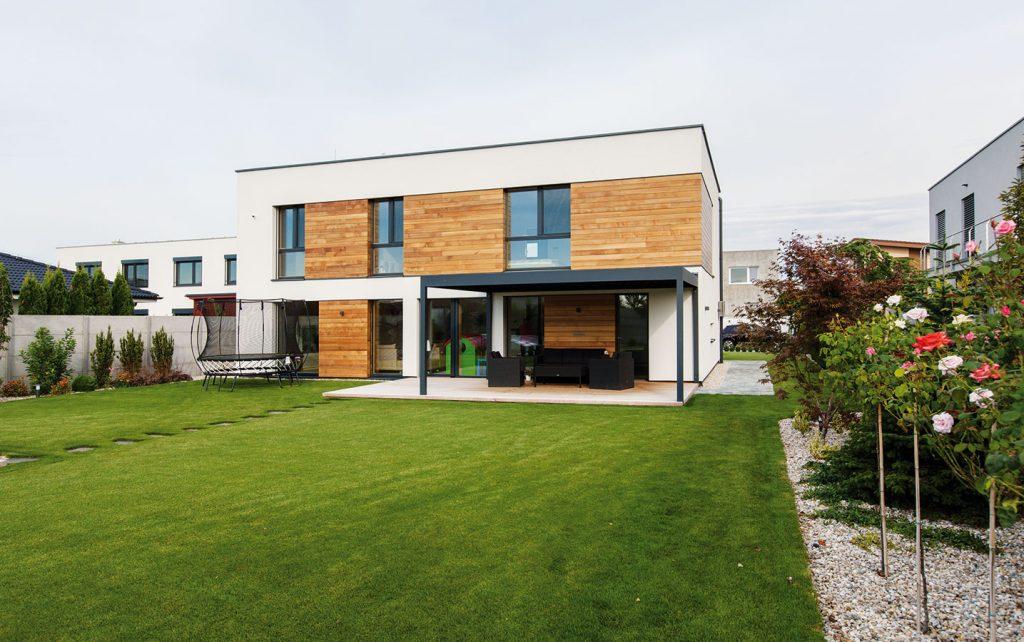 Energeticky pasívny drevodom pri Bratislave rodine zabezpečil zdravé vnútorné prostredie