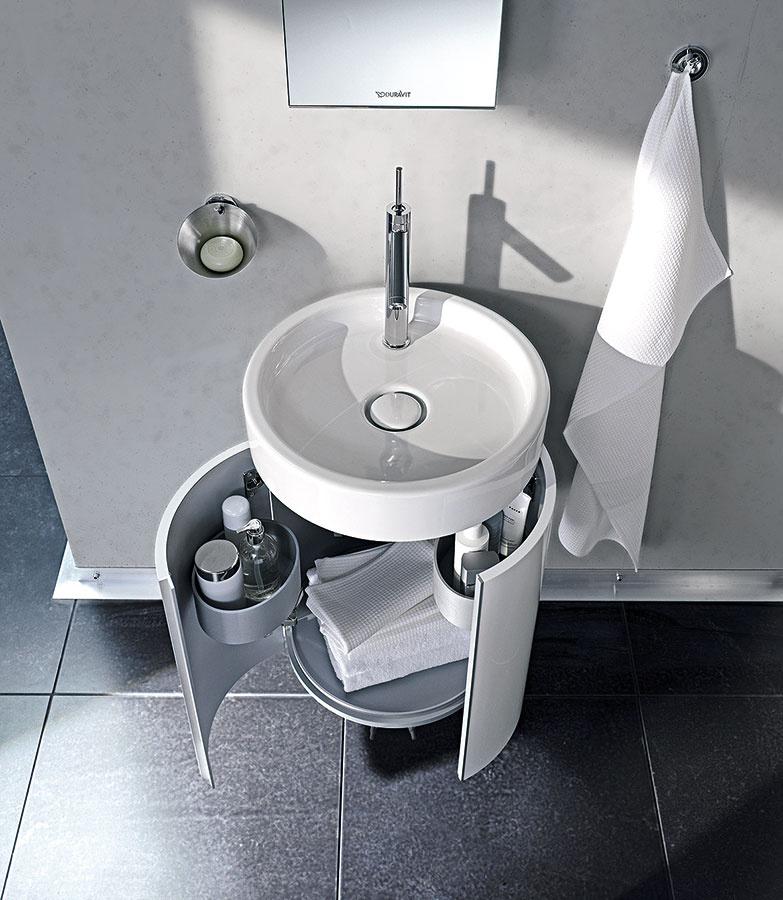 Tvarové možnosti umývadiel sú vsúčasnosti naozaj takmer neobmedzené. Zaujímavým prvkom kúpeľne býva aj menšie okrúhle umývadlo, ku ktorému prislúcha menšia skrinka pod ním kopírujúca jeho tvar.