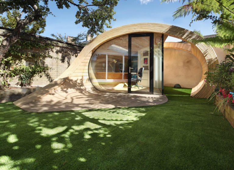 Záhradný domček, aký ste ešte nevideli! Komfort pracovne aj priestor pre relax na jednom mieste