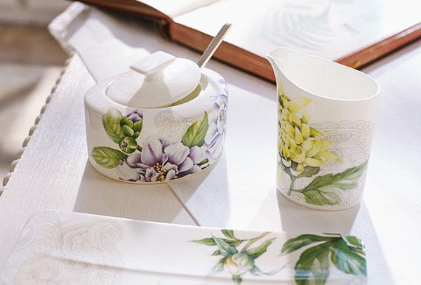 Jemný porcelán ako kvetinové puzzle