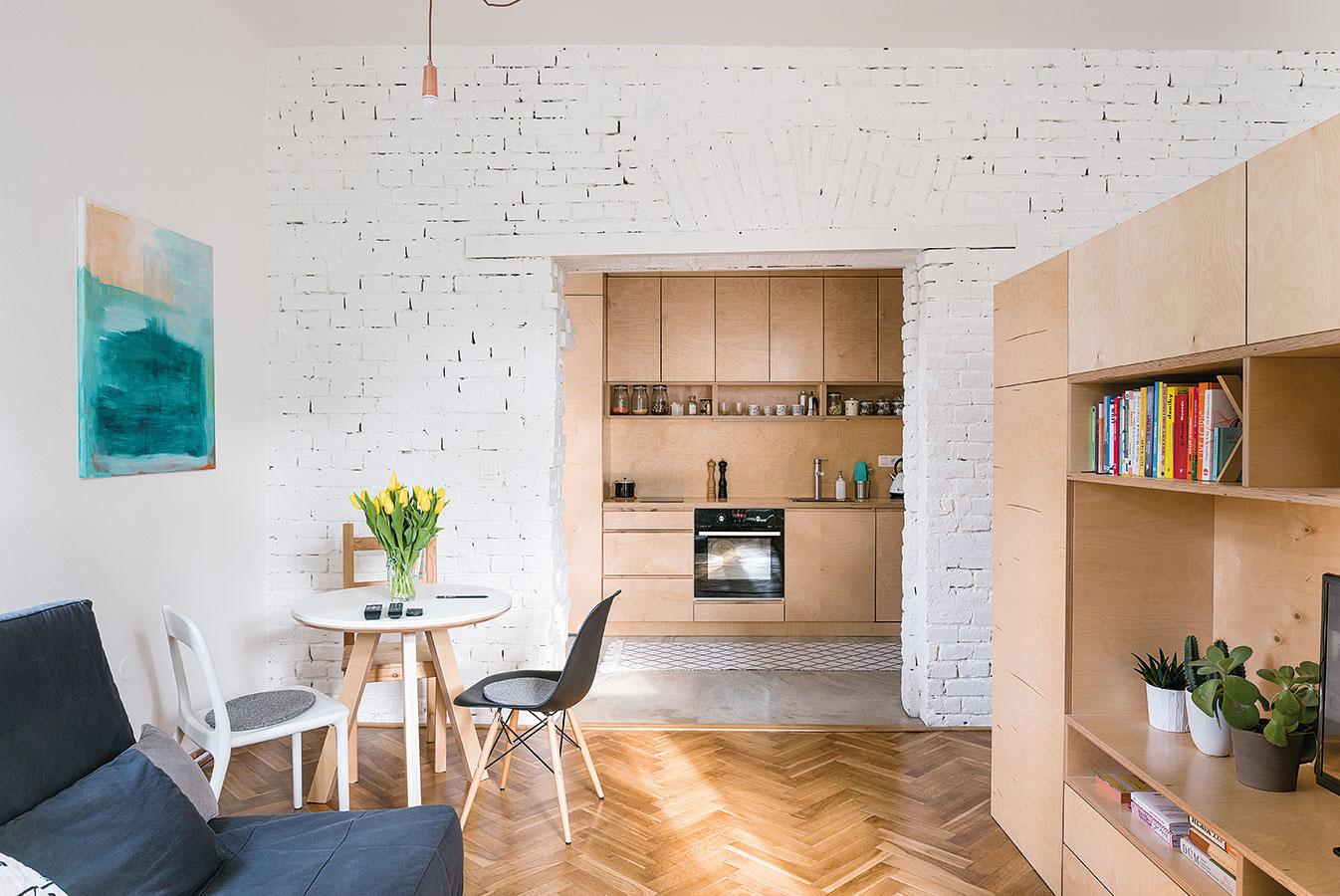 Vlastné bývanie bolo jedným zo spoločných projektov dvojice mladých architektov – Martiny Kalusovej aMichala Pulmana zbratislavského ateliéru NOØ.