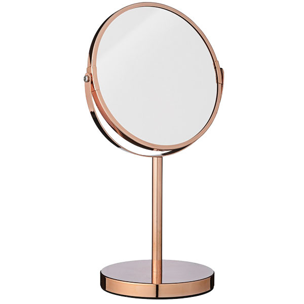 Obojstranné zrkadlo Copper od značky Bloomingville, výška 35 cm, priemer 20 cm, na jednej strane dvojnásobne zväčšujúce, 67,37 €, www.nordicday.sk
