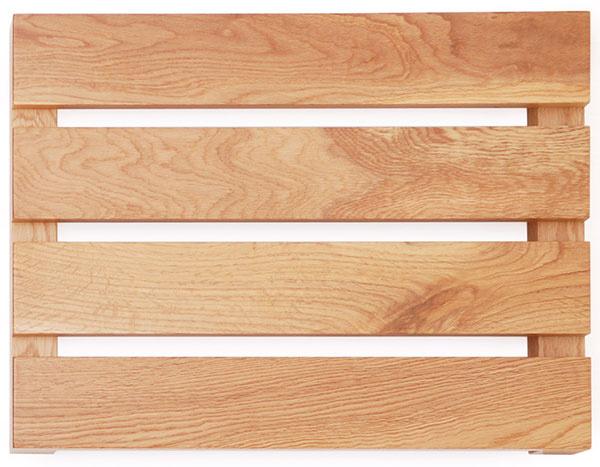 Podložka do kúpeľne Apartmen od značky Wireworks, dubové drevo, 38 × 6 × 50 cm, ošetrená vodovzdorným lakom, 81,39 €, www.bonami.sk