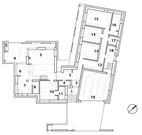Pôdorys prízemia 1 závetrie 2 zádverie 3 predsieň 4 WC 5 obývačka 6 jedáleň 7 kuchyňa 8 komora 9 terasa 10 spálňa rodičov 11 kúpeľňa 12 chodba 13 hosťovská izba 14 detská izba 15 detská izba 16 kúpeľňa 17 práčovňa 18 sklad 19 garáž