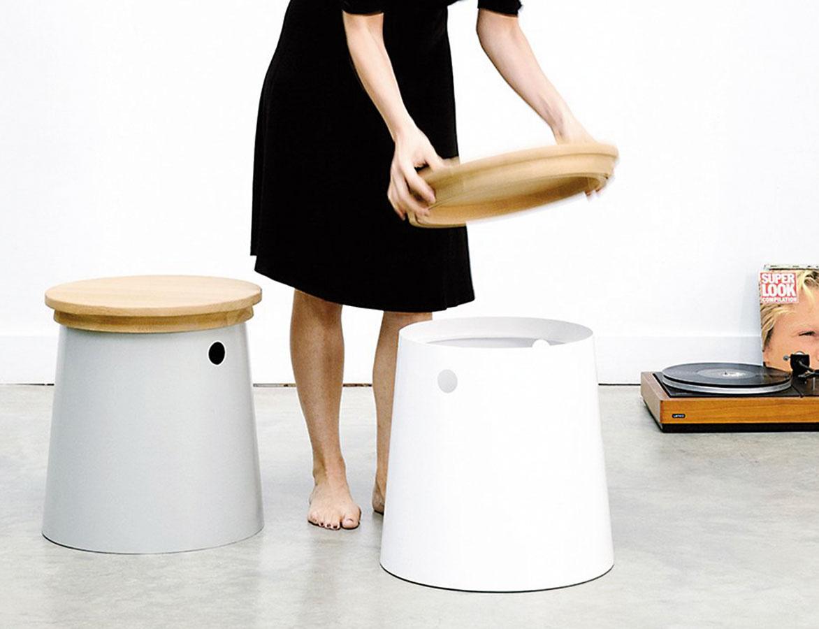 Stolček, stolička, skrinka. Alebo aj nočný stolík či podnožka. Presne tieto typy nábytku sú do malých priestorov výnimočne praktické anavyše spratné.