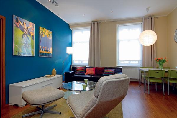 46 m² oblečených do pávej modrej a zelenej