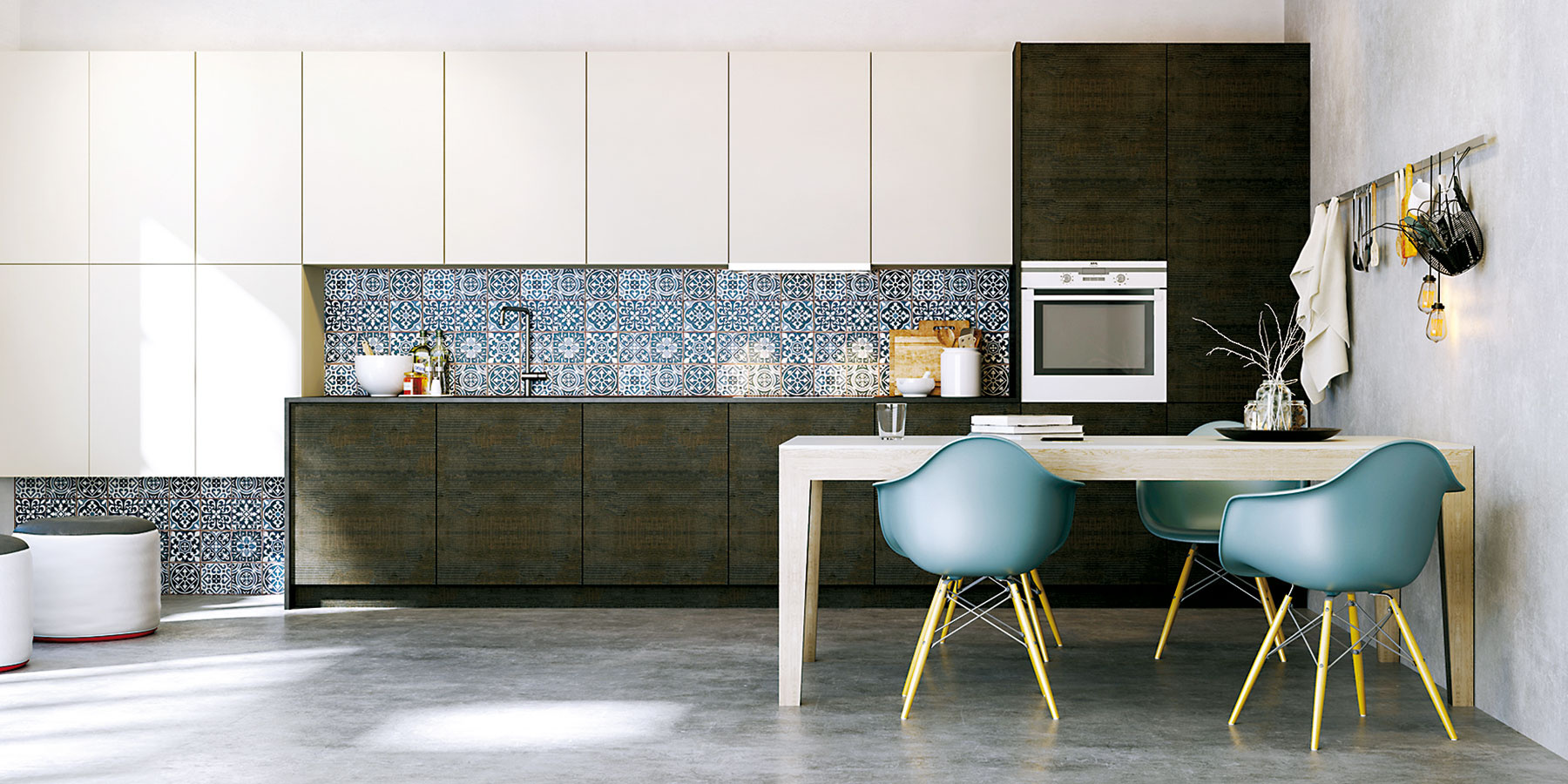 Jedálenský stôl v akejkoľvek podobe je pre obytnú kuchyňu kľúčový. Stôl JS32 od Firmy HANÁK v príjemnom dubovom vyhotovení harmonicky dotvorí modernú kuchynskú linku. Predáva Merito.