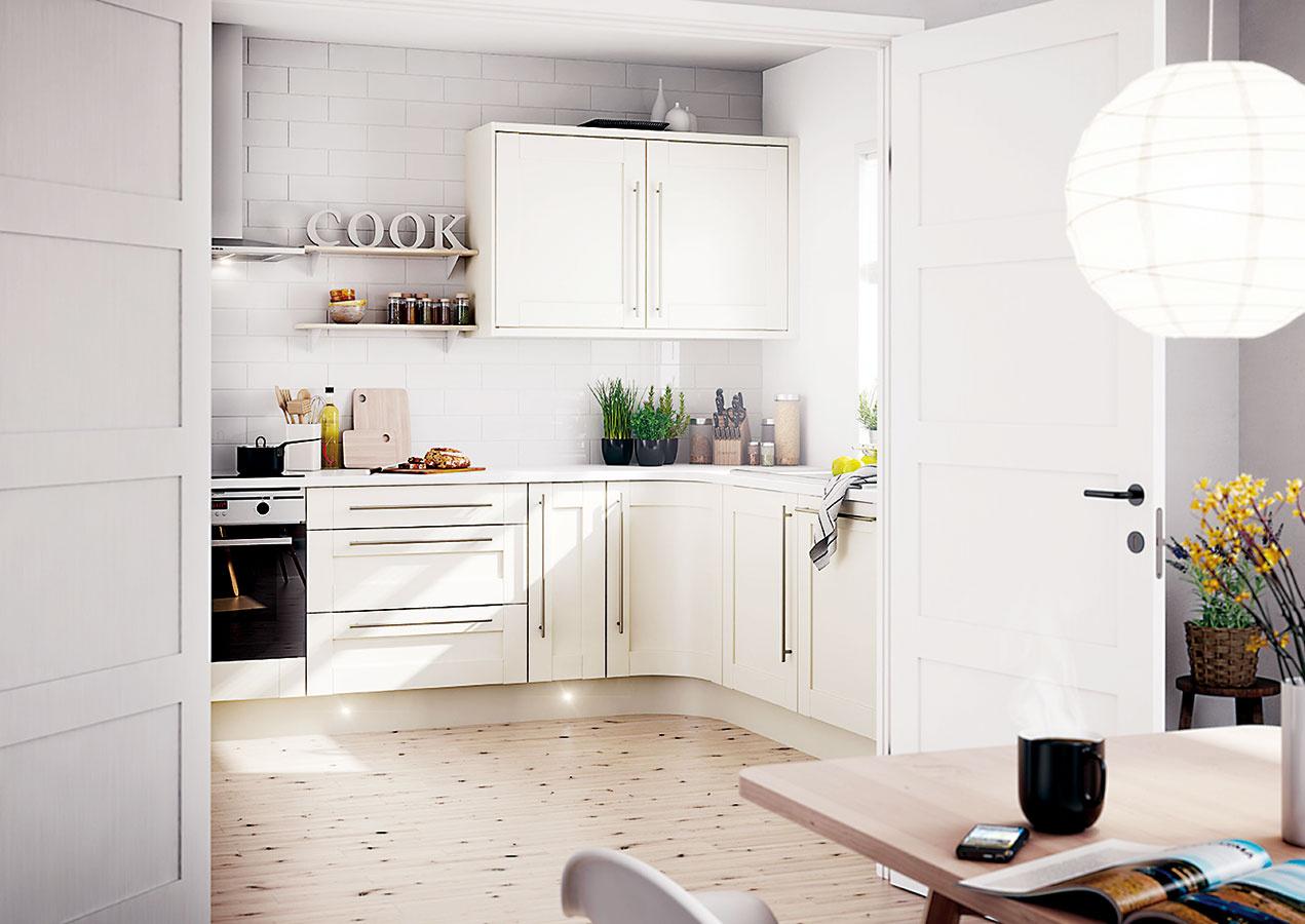 Variabilné riešenia ako dvojkrídlové dvere, ktoré umožnia kuchyňu úplne otvoriť, ale aj uzavrieť, pomôžu tým menej rozhodnutým. Takýto variant sa najlepšie uplatní, ak je vpriestore dostatok okien.