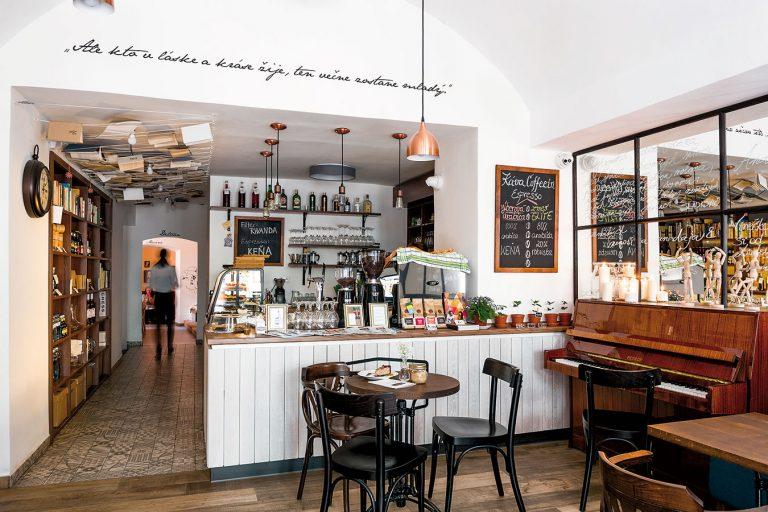 Útulná trenčianska kaviareň spája staré s novým a je plná pozitívnej energie