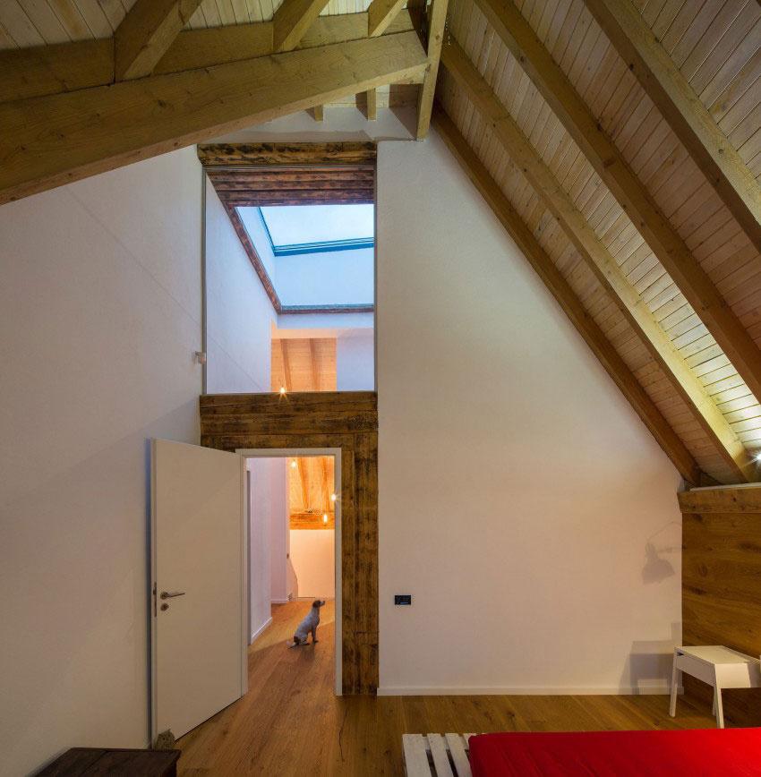 Pri rekonštrukcii svojho domu nechali vyniknúť šikmú strechu