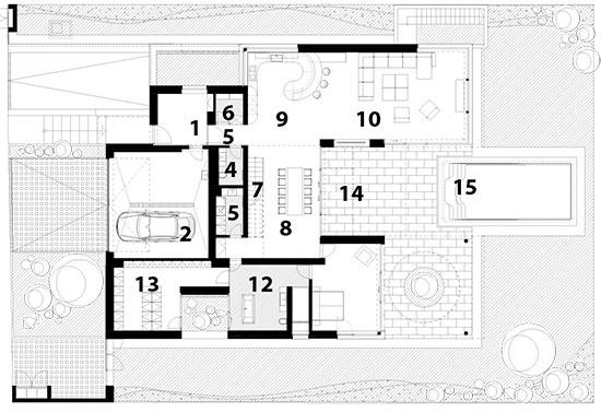1 vstupná hala 2 garáž 3 práčovňa 4 kúpeľňa 5 chodba 6 komora 7 schodisko 8 jedáleň 9 kuchyňa 10 obývačka 11 spálňa 12 kúpeľňa 13 šatník 14 terasa 15 bazén