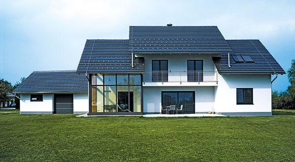 CREATON Domino prináša skvelé spojenie jedinečných predností pravej keramickej strešnej škridly so súčasnými predstavami omodernom ajednoduchom vzhľade strechy.