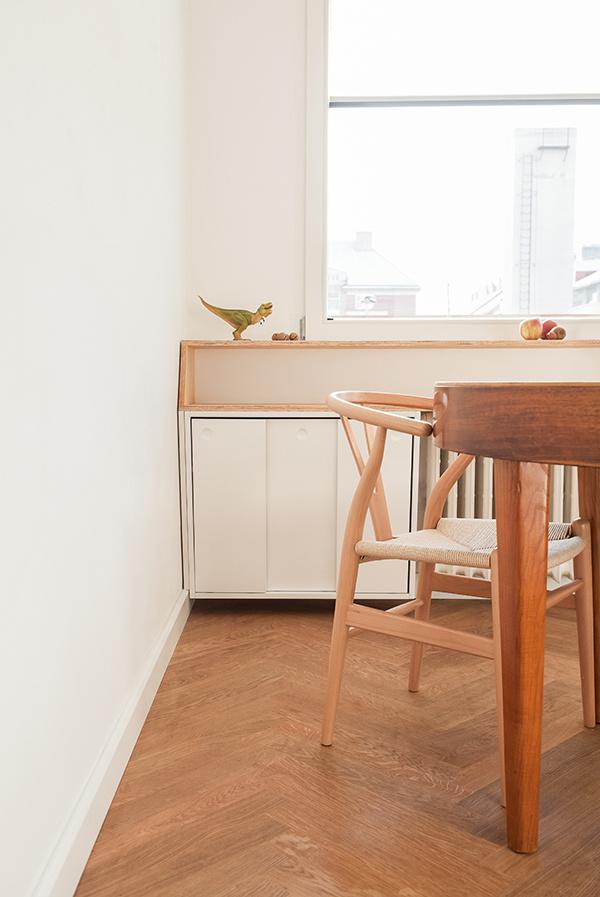 V byte sa nachádza viacero repasovaných kúskov nábytku a svietidiel, ktoré architektka rada kombinuje s moderným zariadením.