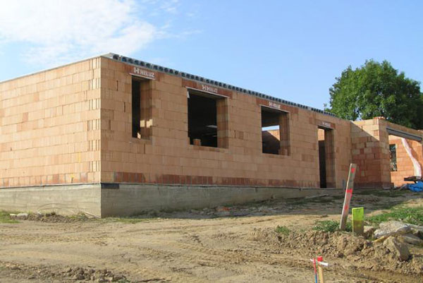 Stavba z tehly už nie je zdĺhavá a náročná