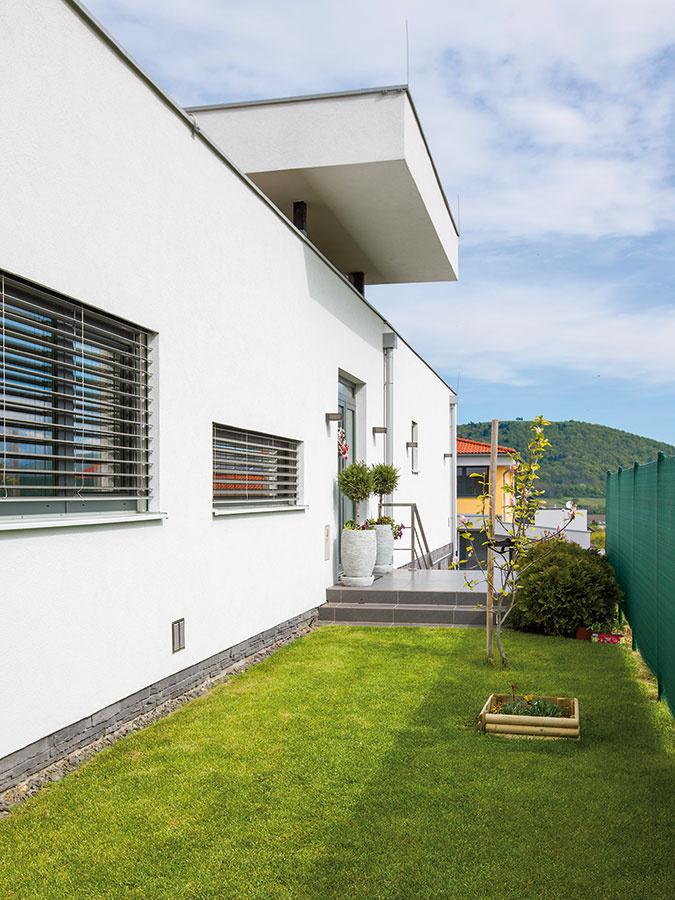 Obvodové steny tvorí difúzne otvorená konštrukcia, ktorá vďaka svojej skladbe umožňuje domu dýchať.