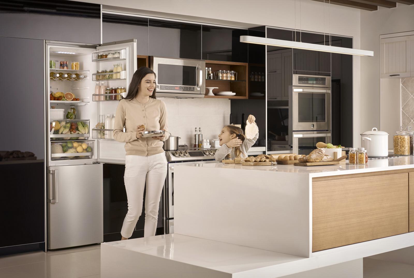 Nový model vysoko výkonnej kombinovanej chladničky s dolnou mrazničkou