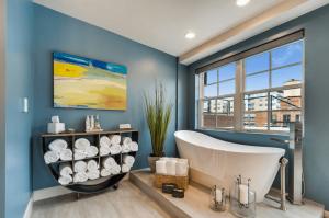 10 tipov, ako oživiť fádnu kúpeľňu