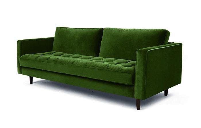 Trojmiestna sedačka Scott, zelený zamat, matrac s gombíkmi, drevené nohy, 230 × 140 × 57 cm, dostupné na vyžiadanie, 1 265 €, www.made.com