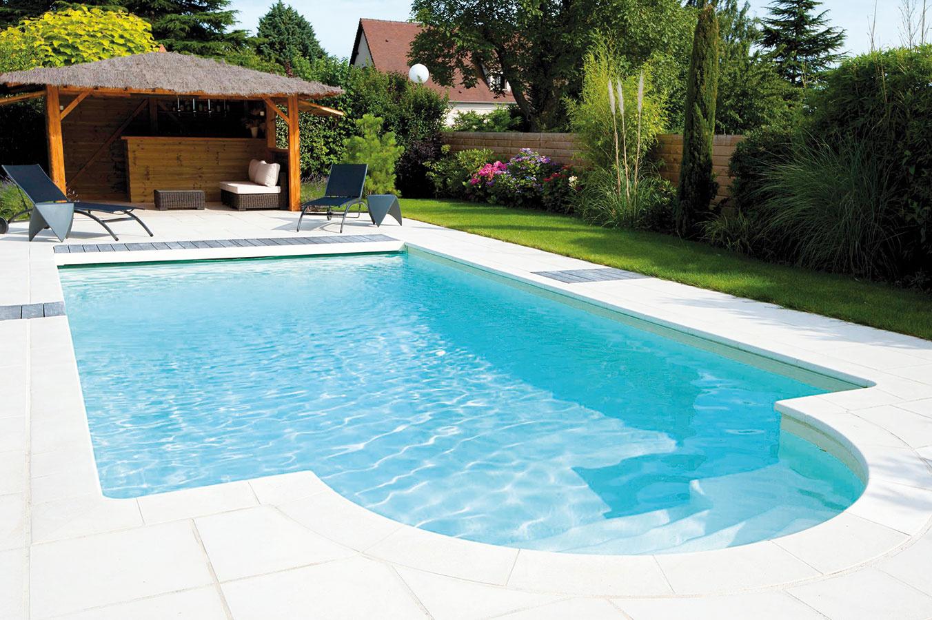 Okrem štandardných tvarov ponúka značka Desjoyaux vo svojom portfóliu aj možnosť individuálneho riešenia – bazén teda možno tvarovo úplne prispôsobiť vašim potrebám.