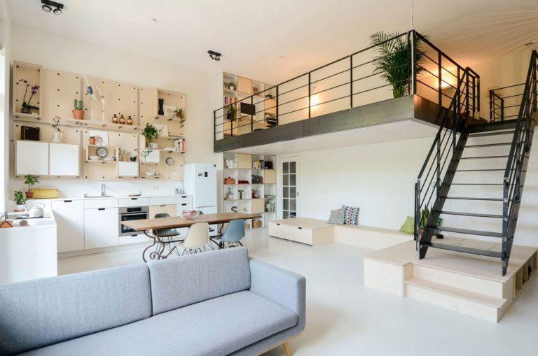 V starej školskej budove vznikli priestranné a presvetlené byty plné kreatívnych riešení