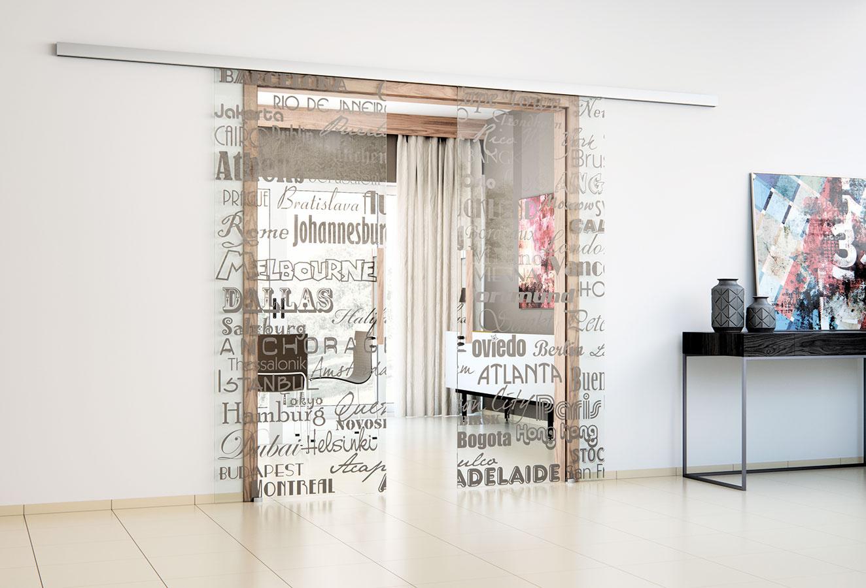 Celosklenený program dverí Sapglass od firmy Sapeli ponúka široké možnosti dverí srôznymi povrchovými úpravami. Jednou z ich výhod je aj naprogramovanie vlastného vzoru pomocou konfigurátora, či už ide o jedno-, alebo dvojkrídlové dvere, posuvné po stene alebo do puzdra, či klasické otočné dvere.