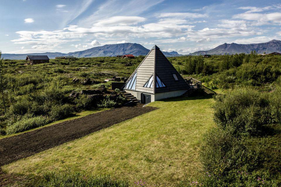 Bývanie v islandskej pyramíde so sklenou čiapkou