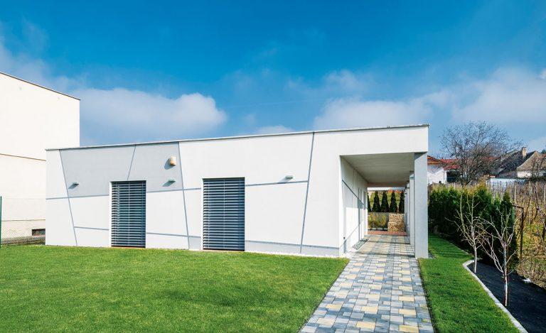 Nízkoenergetický bungalov v Báhoni stavali svojpomocne z pórobetónu