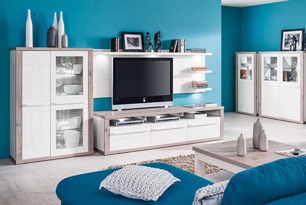 Nábytková séria Spa je určená do obývačky, jedálne apredsiene. Zákazníci vyzdvihli najmä detail úchytky, ktorá je zrovnakého materiálu ako dvierka, čiže spolu vytvárajú kompaktný celok. Zaujímavým prvkom je aj reliéfny chrbát zasklených vitrín, ktorý nádherne vynikne pri vnútornom podsvietení. Širokou ponukou skriniek môžete zariadiť obývačku, jedáleň apredsieň.