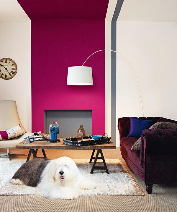 Vrstvené koberce, celoplošný s kusovým, pôsobia teplo a zútulnia akúkoľvek izbu. V tomto prípade sú neutrálne farebné odtiene zvolené veľmi vhodne.