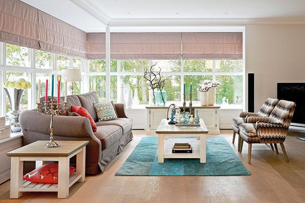 """NEUTRALITA BÉŽOVEJ Obývacia izba v béžovej farbe pôsobí nenútene. Môže však pôsobiť nudne a priveľa béžovej z nej urobí """"sivú myšku""""."""