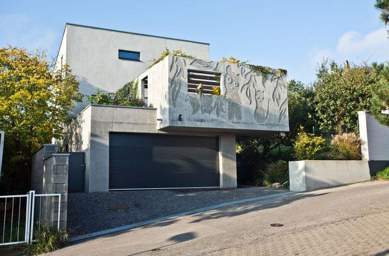 """""""Je to taká funkcionalistická škatuľa,"""" hovorí architekt Lichý o svojom dome na Kolibe"""