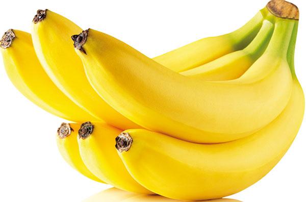 ABY BANÁNY VYDRŽALI ČERSTVÉ achutné čo najdlhšie, uchovávajte ich pri teplote 13 až 15 °C. Ak ich dáte do chladničky, šupka rýchlejšie zhnedne. Prezreté banány môžete uložiť ošúpané do mrazničky aneskôr znich vyrobiť napríklad koktail alebo ich použiť na vynikajúci domáci banánový chlieb.
